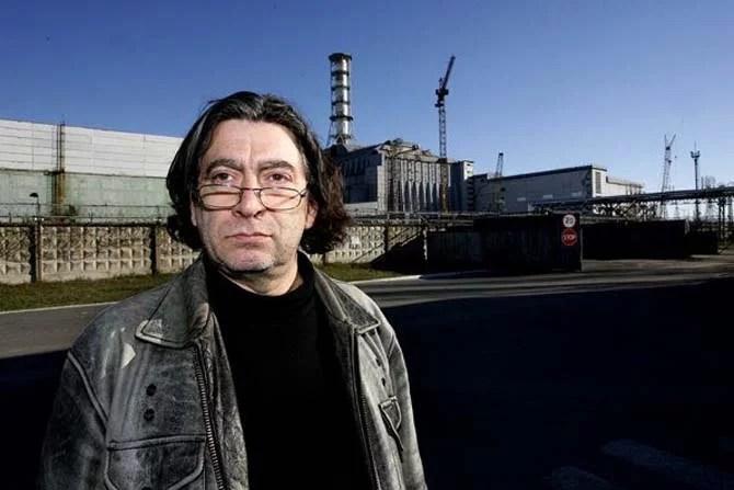 Bruno Boussagol, fondateur de la compagnie Brut de Béton Production, devant le sarcophage de Tchernobyl. Crédit : DR