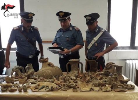 Reperti archeologici sequestrati dai carabinieri di Barletta