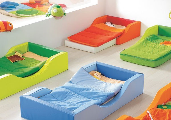 Une chambre montessori pour b b for Lit montessori