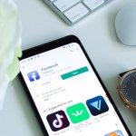 Pour doubler Apple et Google, Facebook va lancer une montre connectée