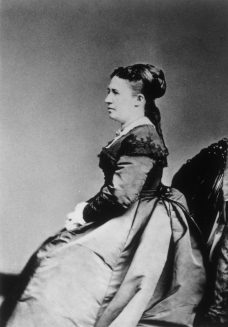 Studio portrait of Julia Dent Grant seated.