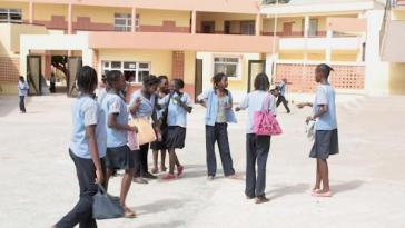 hrw/Financement des Ressources de l'Education