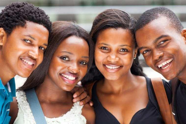 rencontre des jeunes/Recrutement de jeunes diplômés par une société de la place