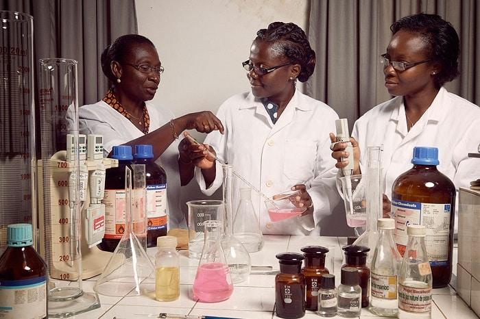 recherchescientifique en Afrique/femmes et des filles de sciences