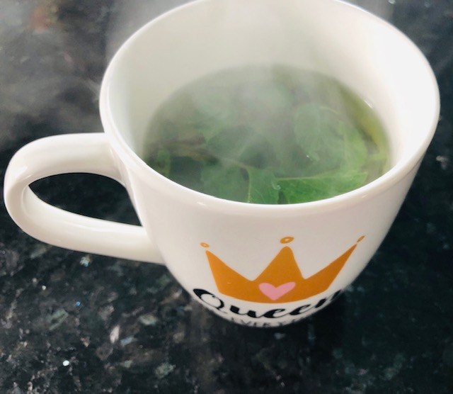 6 Teas that Soothe Anxiety Lemon Balm