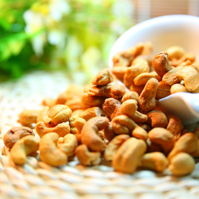 5 Healthiest Nuts to Eat Cashews