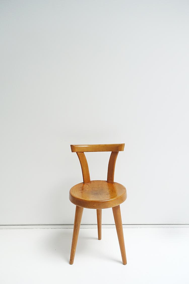 chaise tout bois a trois pieds 1954