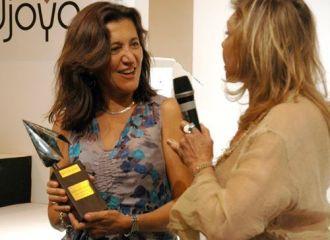 Premio AJA 2014 - Entrega en Madrid Joya - Da. María José Sanchez y Da. Liane Katsuki