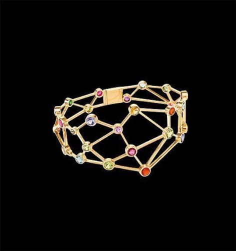 Jaime Moreno - Pulsera Constelación: rubíes, tanzanitas, tsavoritas, peridotos, rubelitas, citrinos y topacios azules. Oro rojo 18k.