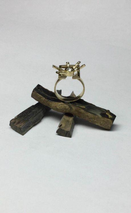 Anillo de oro de 18 quilates y diamantes.
