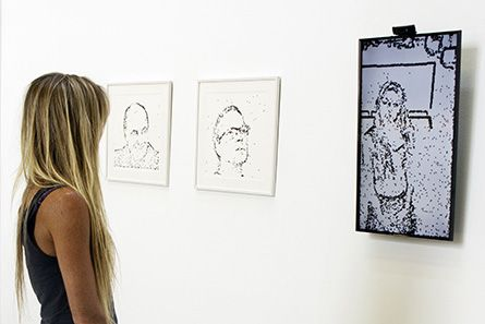 "Christa Sommerer & Laurent Mignonneau, ""Portrait on the fly"", Instalación de video Interactiva, 2016"