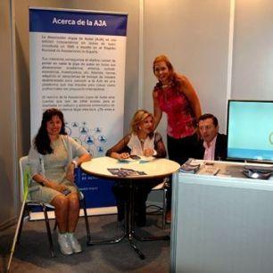 El stand de la Asociación Joyas de Autor con Laura Márquez, Luz Adriana Nuñez Liane Katsuki y Luís Lozano.