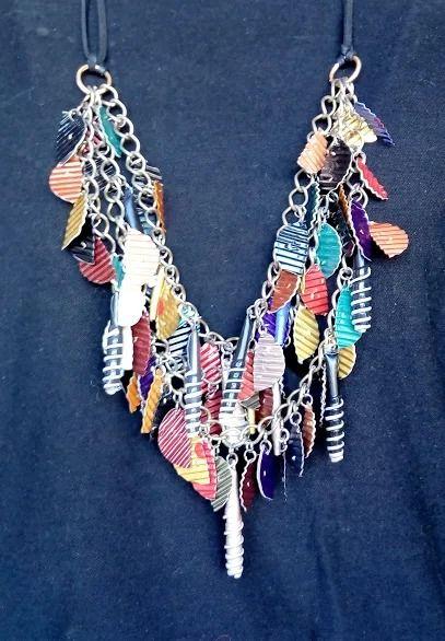 Ana Ruiz - Collar material reciclado