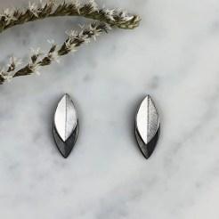 Pendientes hojas bicolor blanco negro