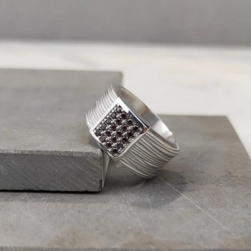Anillo de plata con rectángulo cuajado