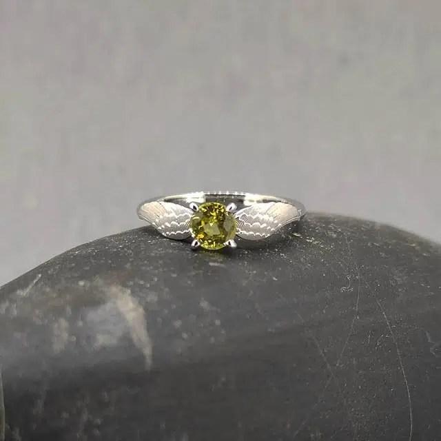 anillo de compromiso oro blanco golden snitch