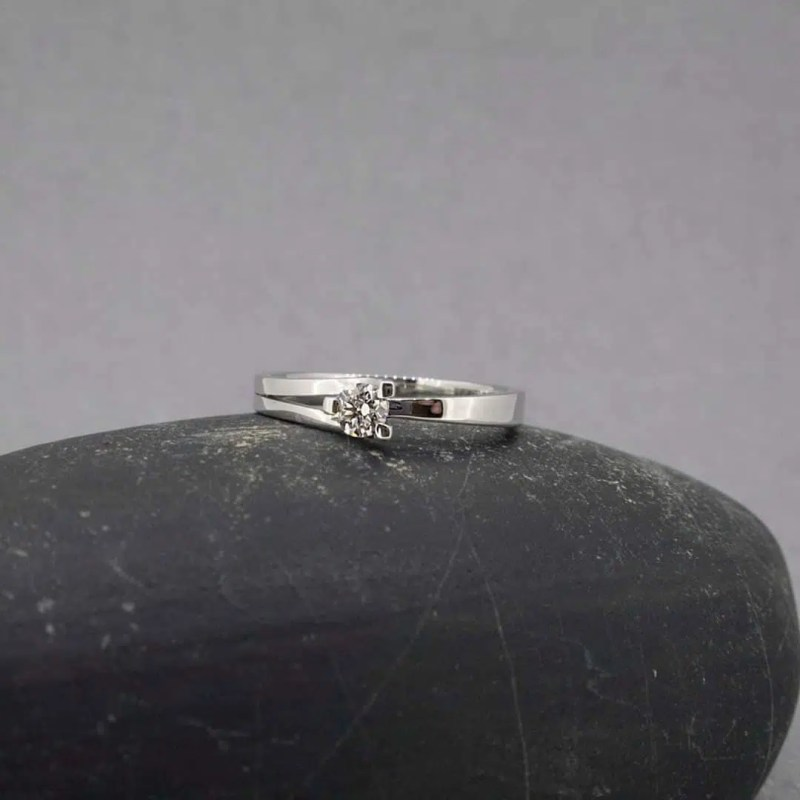 anillo de compromiso oro personalizado