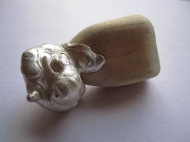 Broche de plata y madera