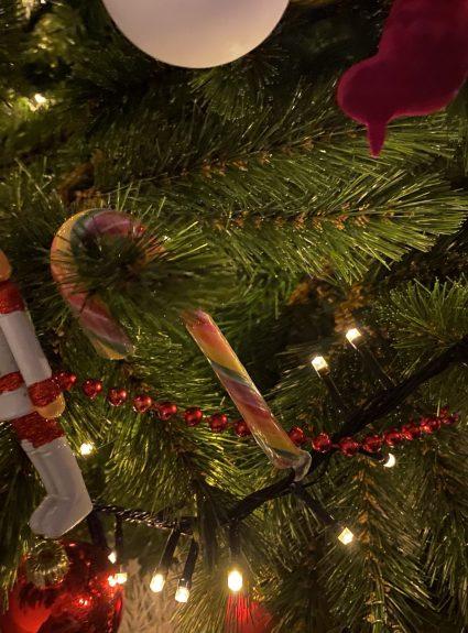 Kerstactiviteit: Zoek de Candy Canes (in het donker)