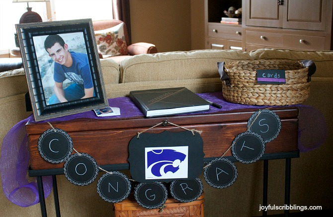#graduation card table