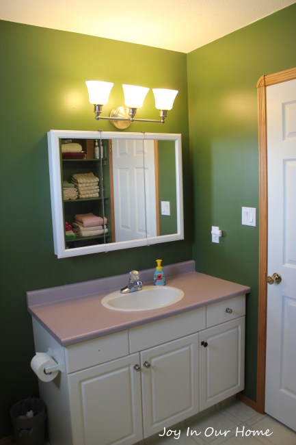 One Room Challenge: A Bathroom Makeover from www.joyinourhome.com