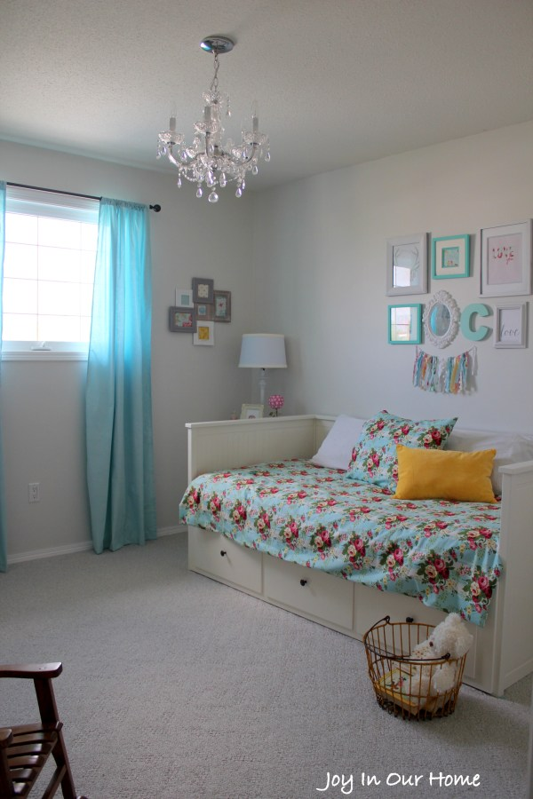A Big Girl's Bedroom from www.joyinourhome.com