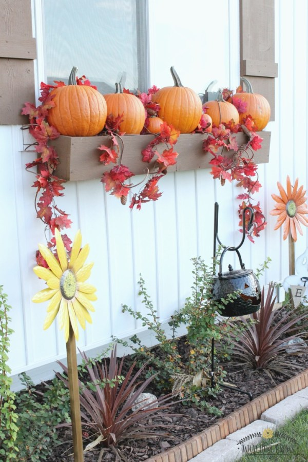 planter-box-pumpkins-fall-decor-4