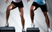 persone che eseguono ginnastica sullo step