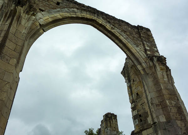 photo of arch from ruined church at Saint-Cosme Priory