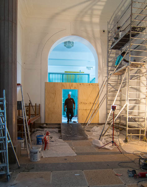 photo of construction in the Botanical Gallery building at the Jardin des Plantes