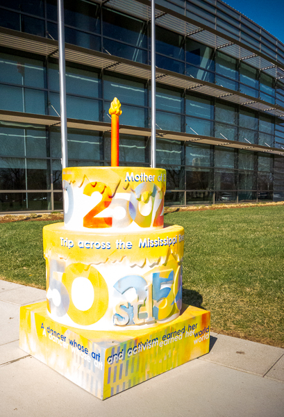 St. Louis 250th birthday cake in front of the Missouri History Museum