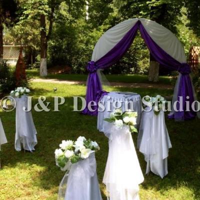 Декорация в лилаво