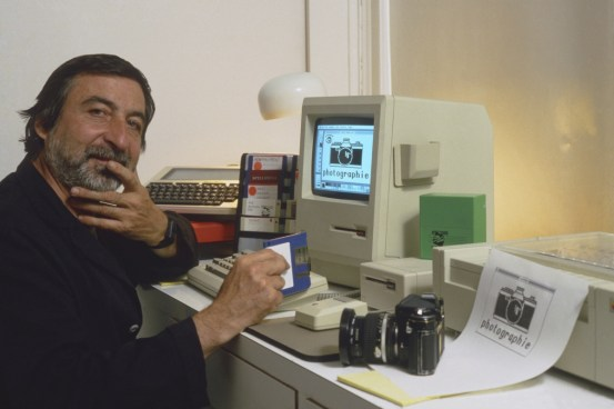 Sygma, New York City. Circa 1986. Selfportrait of JP Laffont with his Macintosh Plus computer.