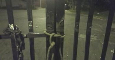 Leitora pede para a FUMAS manutenção em portão