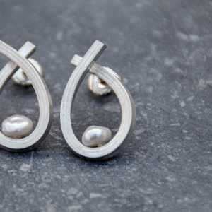 boucles d'oreilles Illusion en argent 925 et perles de Keshi blanches