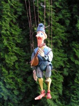 Muzikant modrý, dřevěná loutka