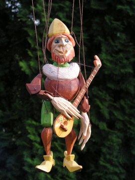 Muzikant hnědý, dřevěná loutka