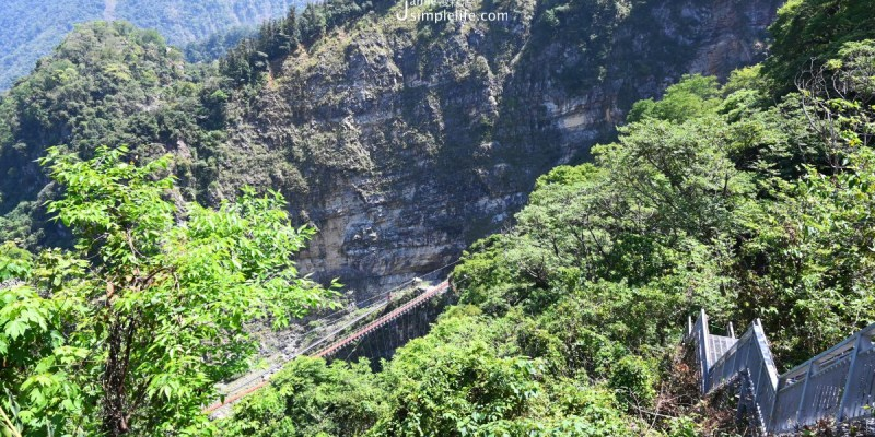 南投信義挑戰「依希岸天時棧道」3300階梯!遠眺雙龍峽谷壯麗、水源吊橋的美