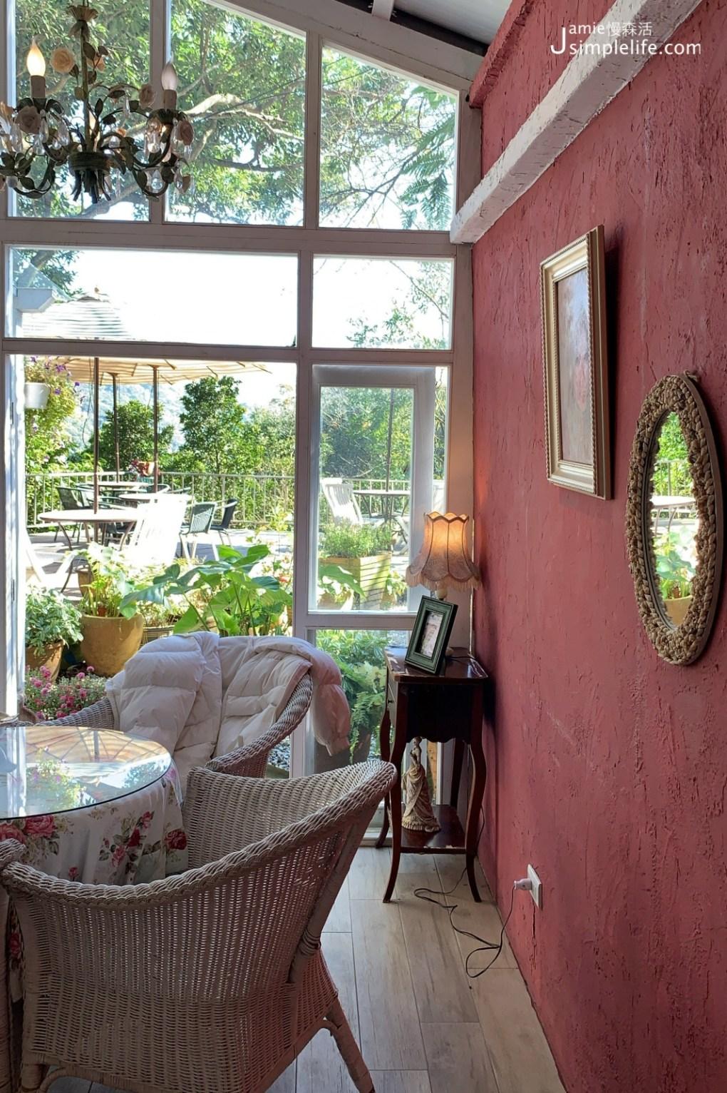 陽明山蒙馬特影像咖啡 裝飾偏甜的用餐環境與氛圍 室內空間