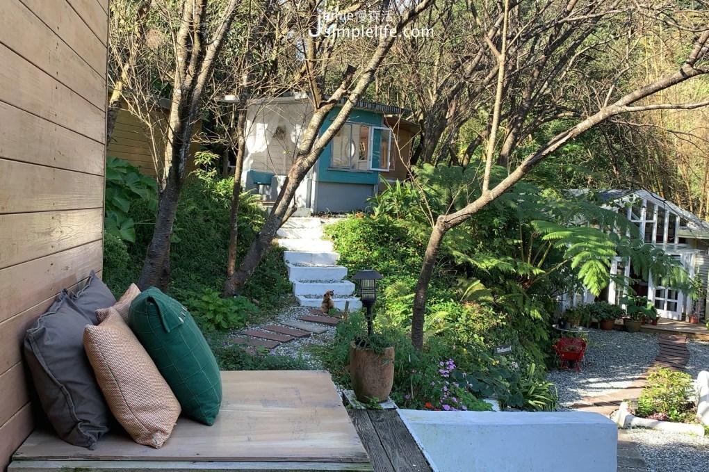 陽明山蒙馬特影像咖啡 裝飾偏甜的用餐環境與氛圍 黃色小屋發呆座位