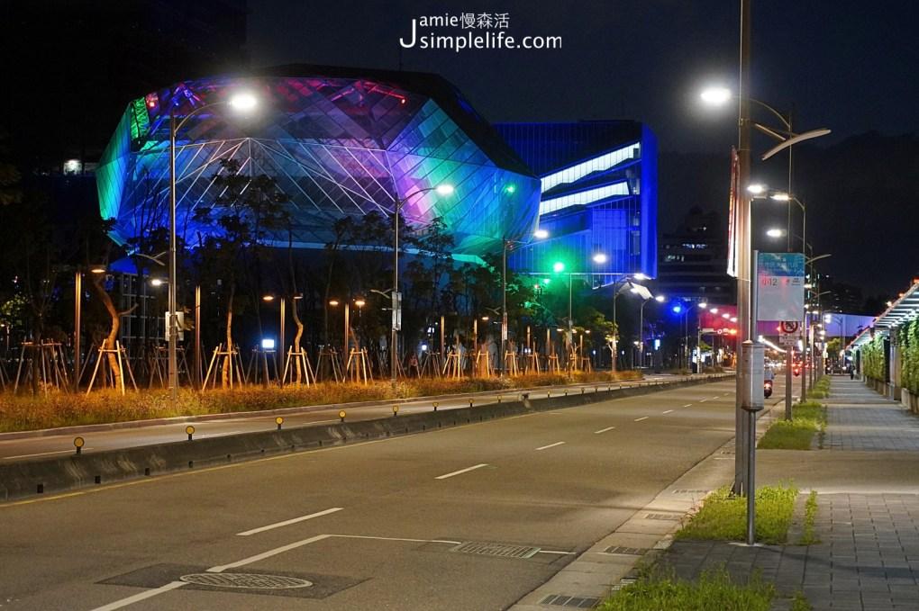 逛逛南港「瓶蓋工廠台北製造所」附近 台北流行音樂中心