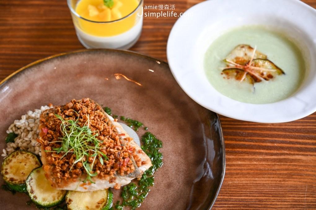 宜蘭神農青舍晚餐套餐 絲瓜濃湯與嫩煎香料麥片鱸魚排與燉薏米