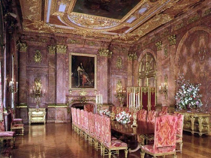 https://i2.wp.com/www.jssgallery.org/Other_Artists/Richard_Morris_Hunt/Marble_House/Marble_House_Dining_Room.jpg