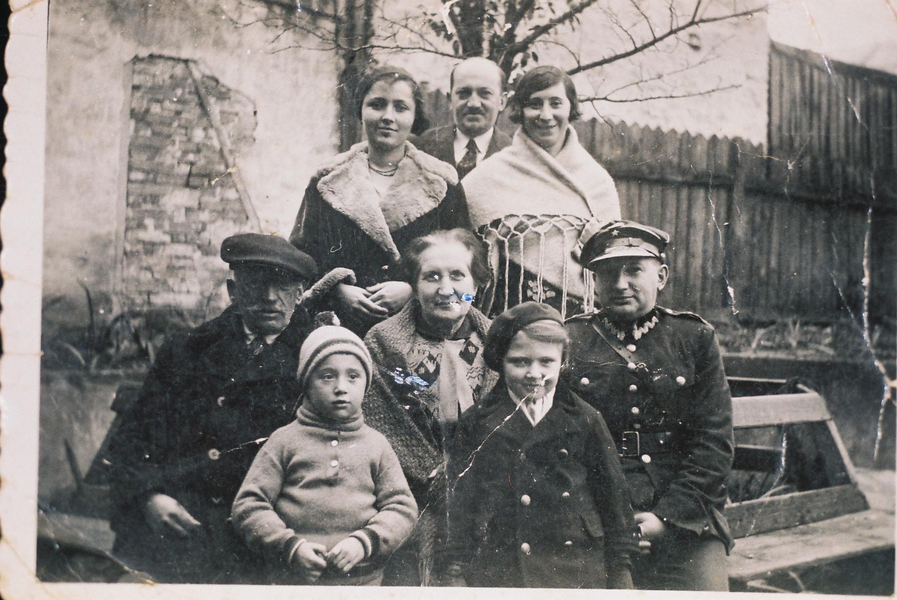 Seeking Kin Providing An Alternate Family For Holocaust