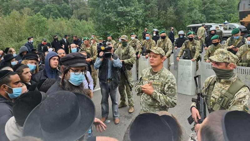 Belarusian soldier guard the border to Ukraine against hundreds of Jewish pilgrims on Sept, 15, 2020. (Courtey of Shahar Eliyahu)