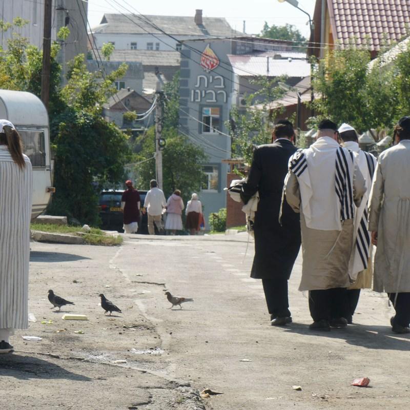 Jews walk down an alley leading to Pushkina Street in Uman, Ukraine on Sept. 8, 2017. (Cnaan Liphshiz)