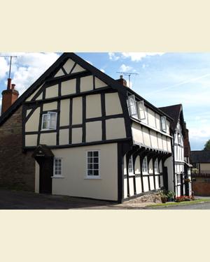 Corner House, Weobley Postcard Front - Ref L05