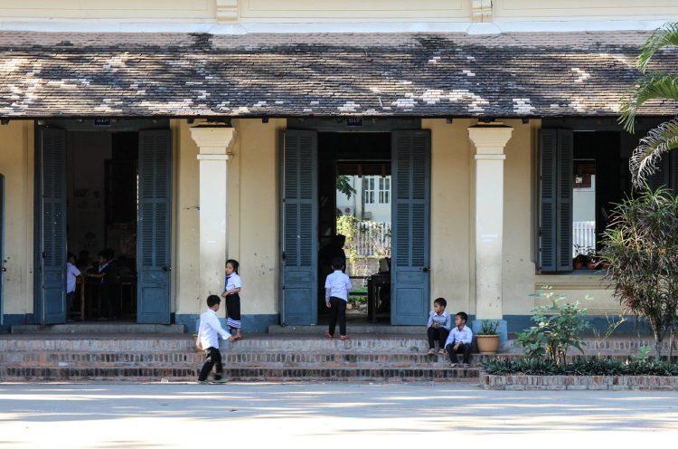 Cours d'école à Luang Prabang