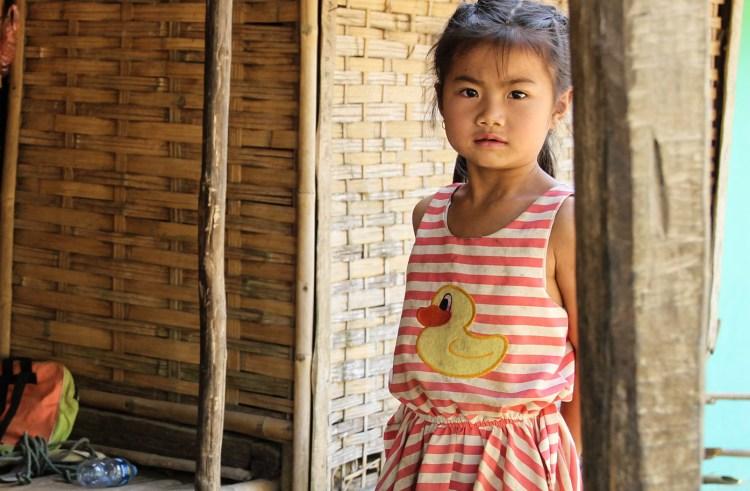 Une petite laotienne dans le village de Ban Na
