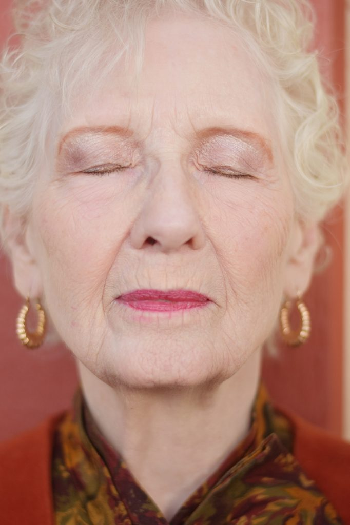 Eyelid Primer on women over 70